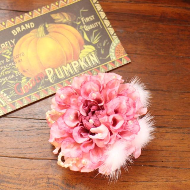 *ピンクダリアとふわふわファーの髪飾...