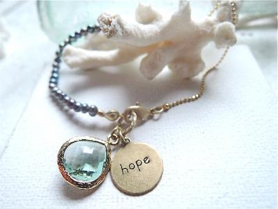 hope アクアシャネルストーンと淡水パールのブレス