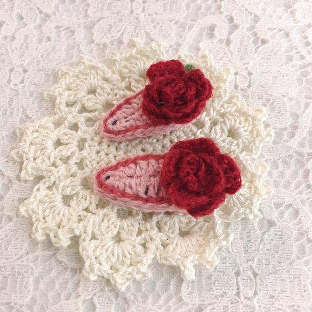 赤いバラのパッチンピン