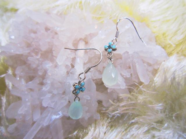 ブルーグリーンカルセドニーとお花のイヤリング