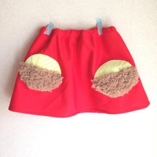 赤いレトロスカート