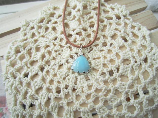 ブルーアラゴナイトのネックレス