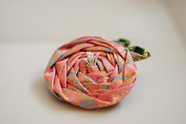 心和む丸い花 ピンク落ち着いた和のヘアアクセサリー