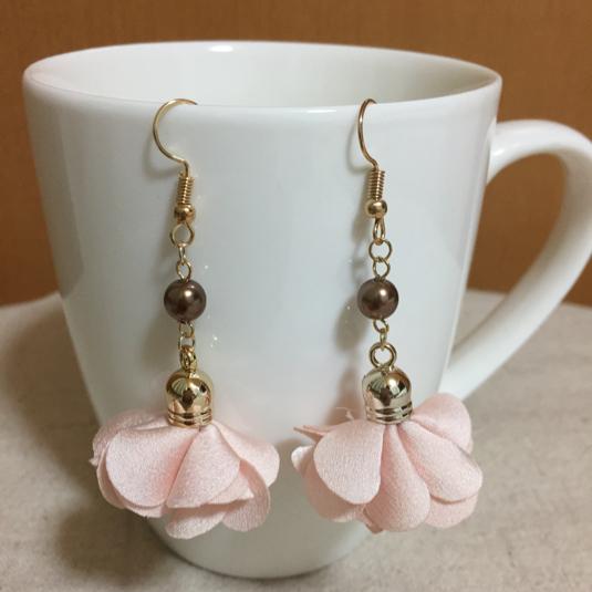 かわいいピンクお花のピアスorイヤリング