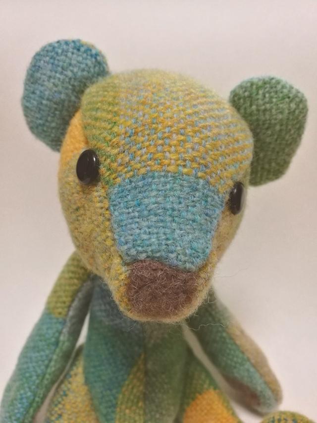 手織り布のテディベア グリーンイエロー