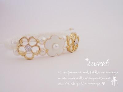 *white flower コードブレスレット