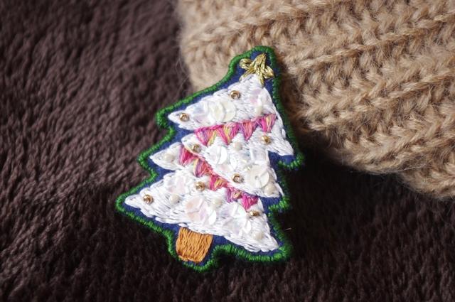 クリスマスツリーのブローチ*ホワイト