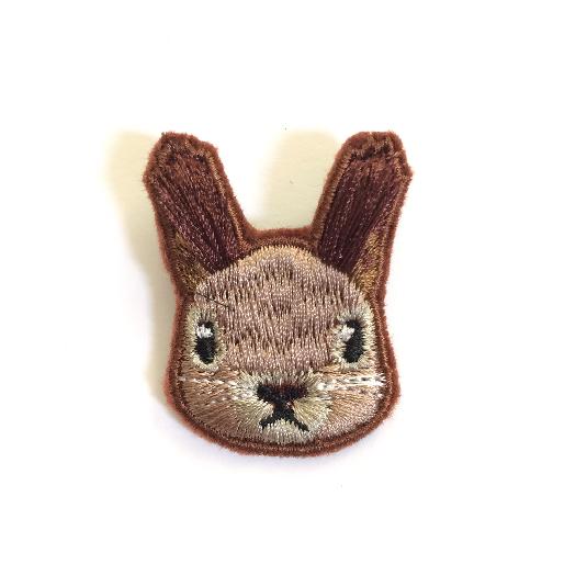 ふさふさ耳のエゾリス刺繍ブローチ