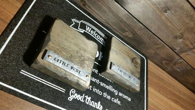 アルミのエンブレムがかっこいい。木製コースター 2個組