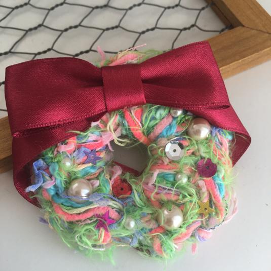 引き揃え糸のクリスマスブローチ