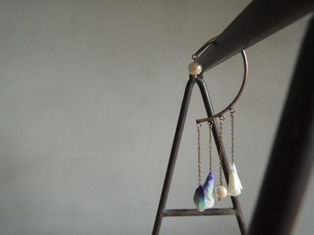 蕾のイヤーカフ (ブルー)