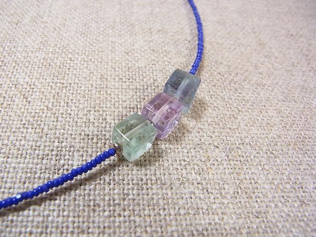3色フローライトのネックレス