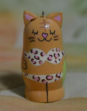 茶とら猫 ヒョウ柄ビキニ