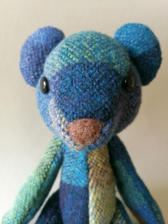 手織り布のテディベア お座りブルー