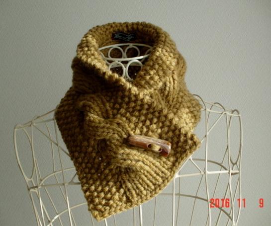 ☆彡天然の水牛製のボタンの鹿の子編み&rib縄編みのCowl Neck Warmer