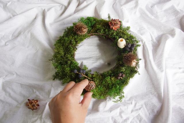 木の実で遊ぶ、クリスマスリース