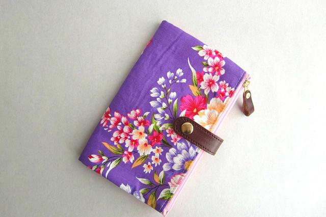 通帳/お薬手帳/パスポートケース 花柄紫
