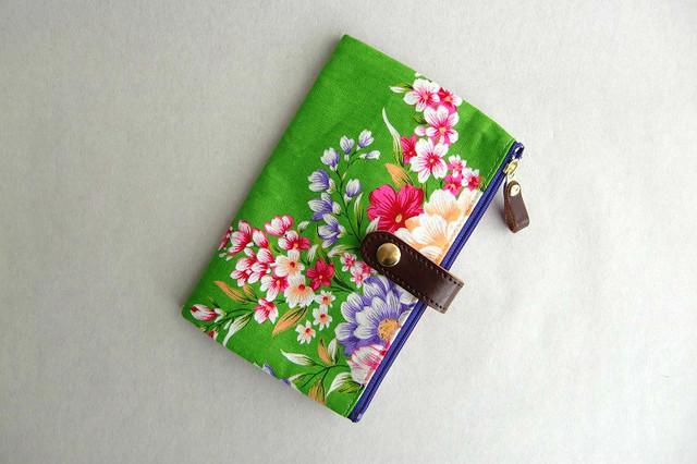 通帳/お薬手帳/パスポートケース 花柄緑