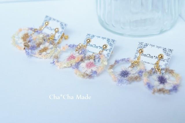 ラベンダーカラー と お花 の 毛糸 イヤリング or ピアス