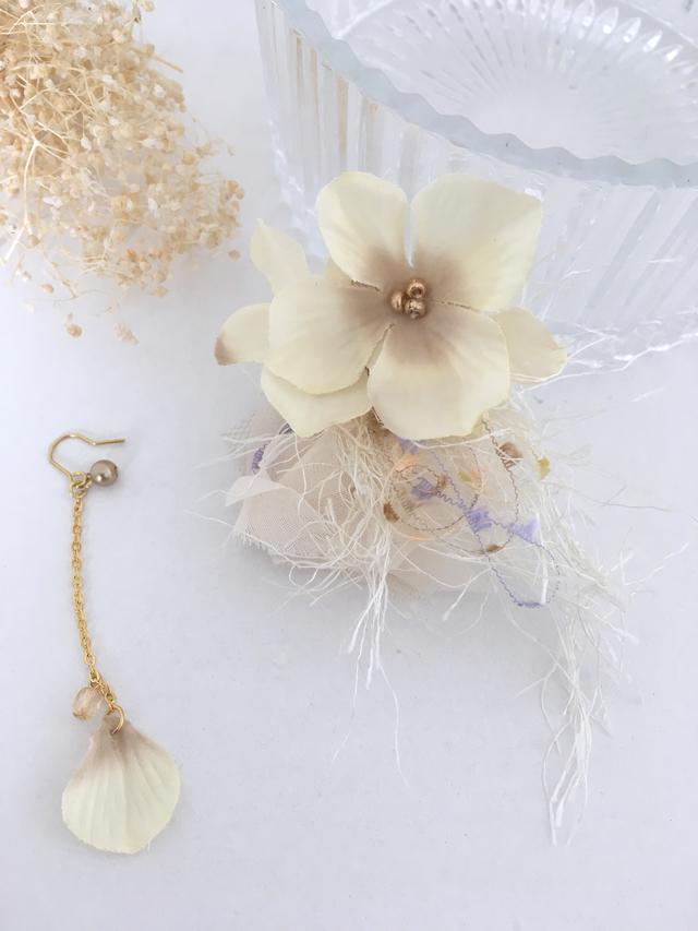 白の花イヤーカフと花びらピアス(送料...