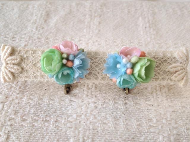 小花のくっつきイヤリング(グリーン&水色&ピンク)