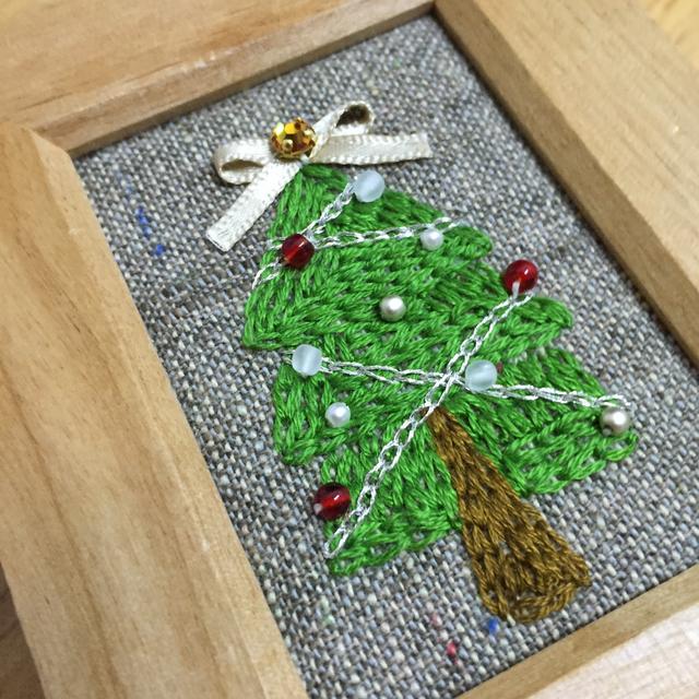 *「クリスマスツリー」のミニ刺繍フレーム