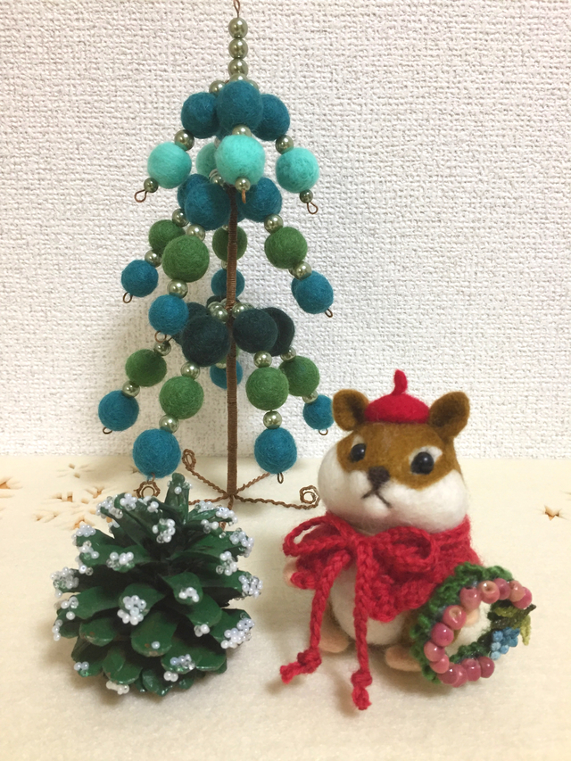 羊毛フェルト リスちゃんのクリスマス準備
