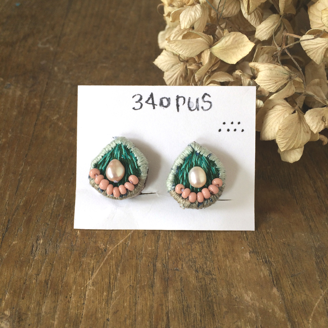 34opus 刺繍のイヤリング