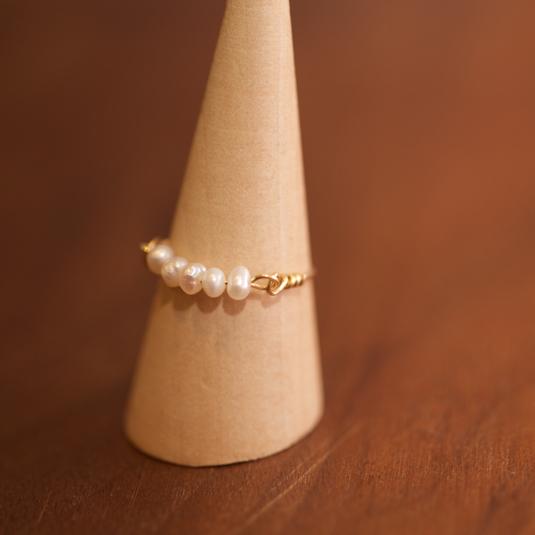 真珠貝からの贈り物 淡水パールのワイヤーリング