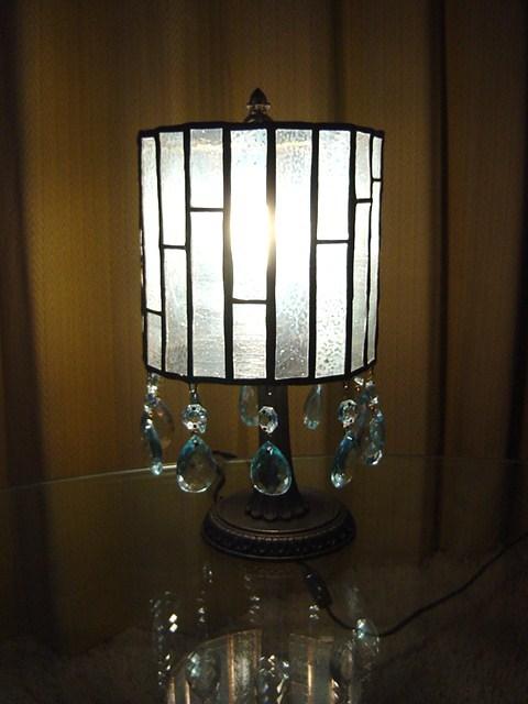 ステンドグラス 半透明ガラスのアンティーク風ランプ ジュエル付