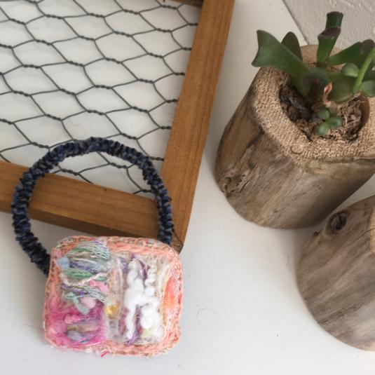 引き揃え糸刺繍ヘアゴム