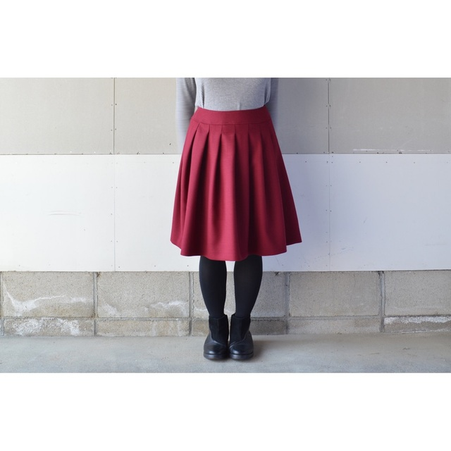 WINE RED WOOL PREATS SKIRT