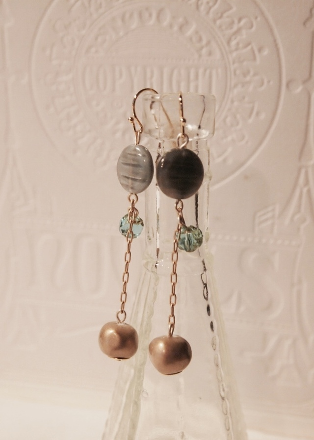 Gray, matte gold & emerald green earrings