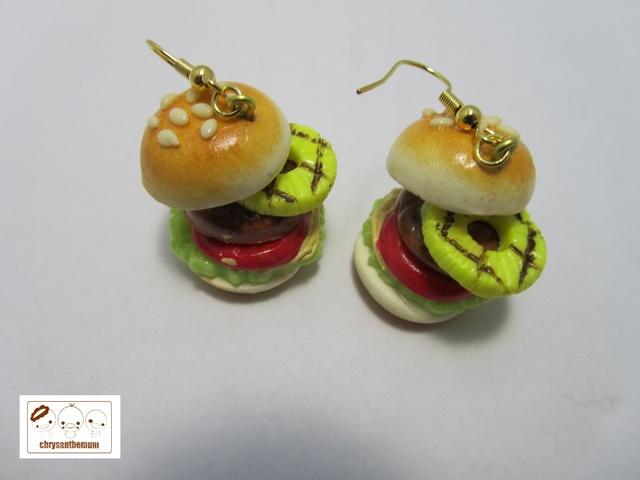 食べちゃダメよ!ハンバーガーのピアス