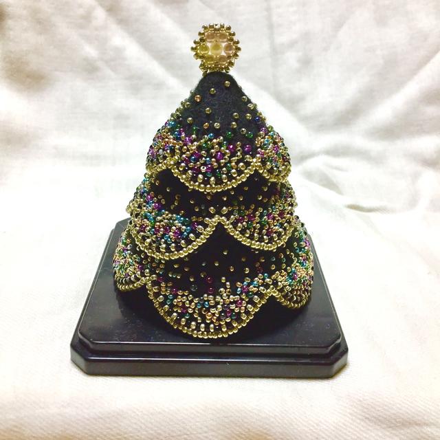 ネオンカラーのブラッククリスマスツリー