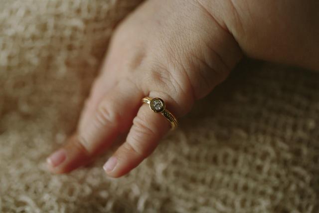 誕生石のBaby ring 11月