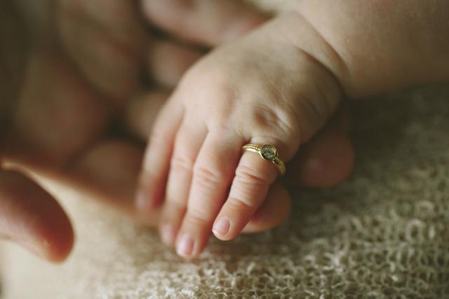 誕生石のBaby ring 12月