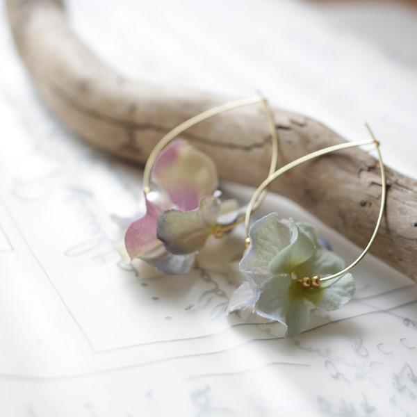 紫陽花のフープピアス