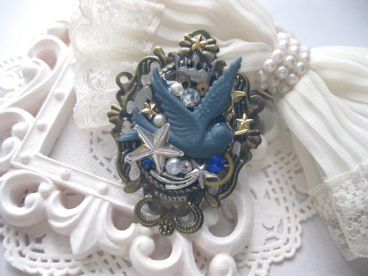 青い鳥のブローチ・ブルーグレイ・星