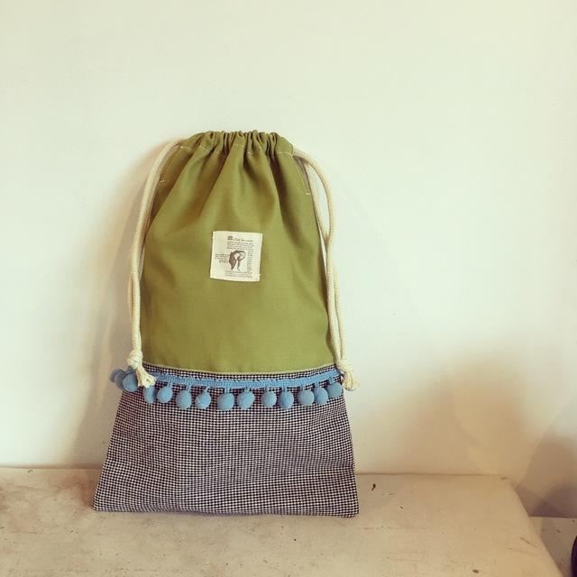 ボンボン付きの巾着袋。(BA-028)