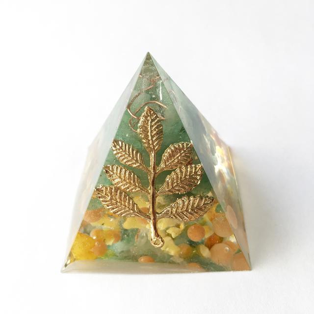 疲労回復のお守り☆ピラミッド型オルゴナイト