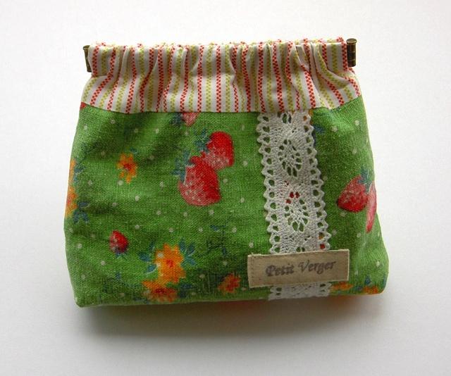 YUWA イチゴ柄 バネポーチ