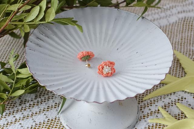 サザンカ スタッドピアス(珊瑚色)