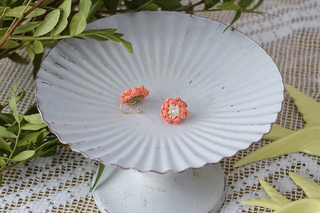 サザンカ イヤリング(ノンホールピアス)(珊瑚色)