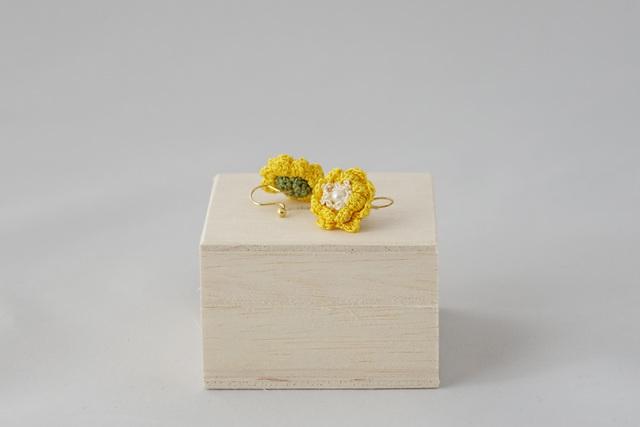 サザンカ イヤリング(ノンホールピアス)(黄色)