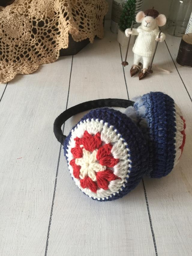 モチーフ編みのイヤーマフ(トリコロール)