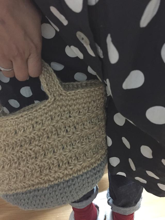 スタークロッシェ編みの麻ひもバッグ