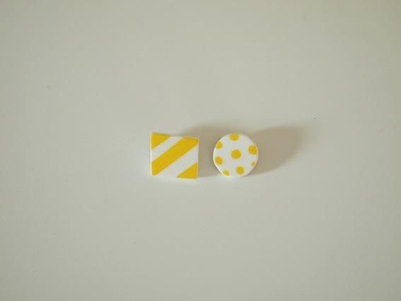 しましまと水色のブローチ(小)/黄色