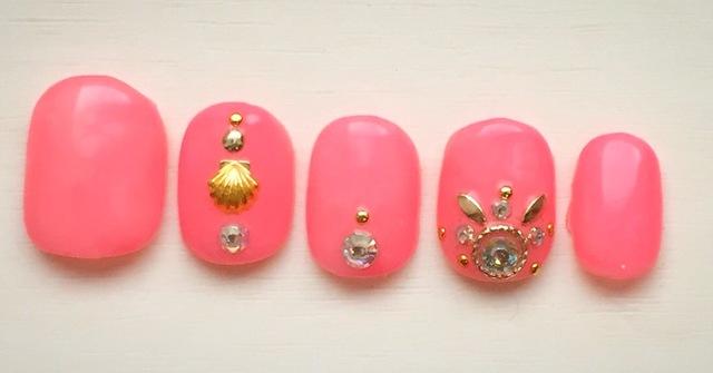 フラミンゴピンクの♡ネイルチップ