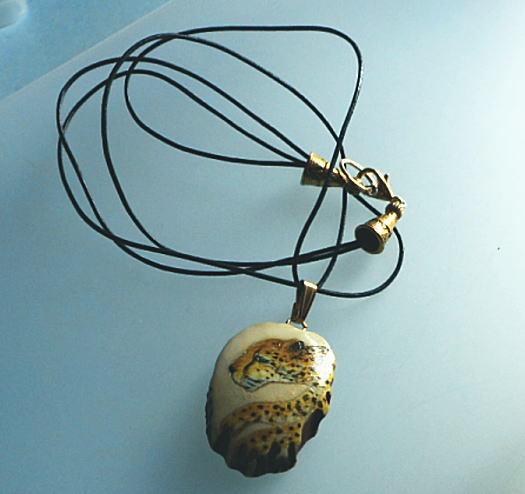豹のペンダント*黒レザー2本組みネックレス付き付き